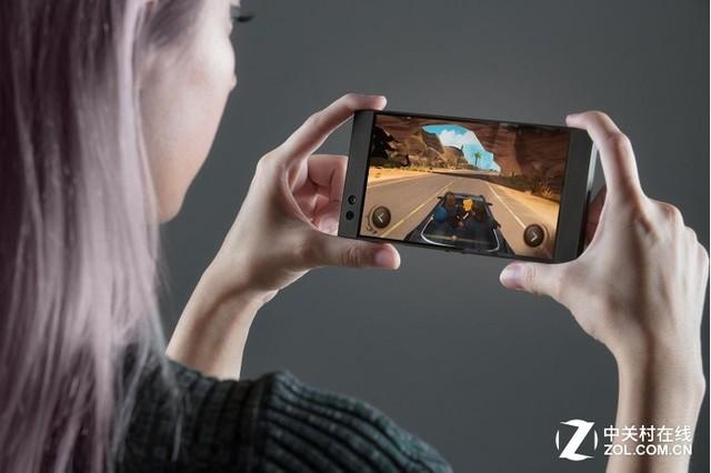 雷蛇Razer Phone发布 并没有灯但真的是为游戏而生