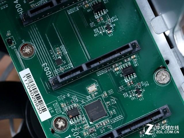 企业重心回归安全 四盘位网络存储横评