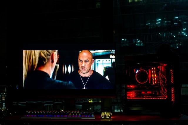 用电竞显示器看《速8》是何种体验?