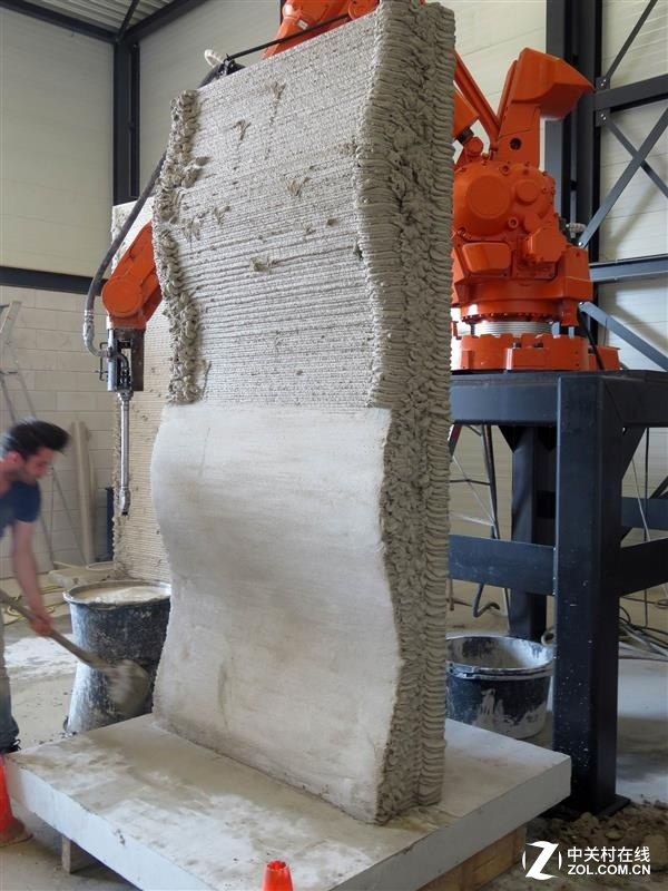 以水泥作耗材 这才叫真正的3D打印房屋