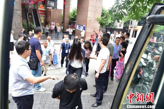 重庆破获特大网络诈骗:涉案人员435名