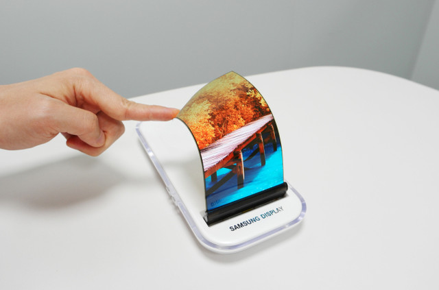 明年发? 传三星Galaxy X配可折叠屏幕