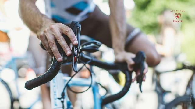 SRAM研制 公路自行车无线电子变速器