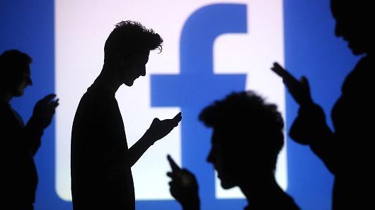 除了钉钉微信 Facebook也看中了企业协作