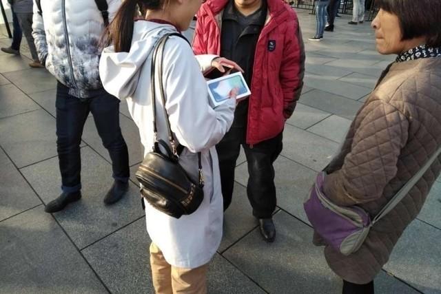 西单首位拿到iPhoneX的用户 黄牛懒得收