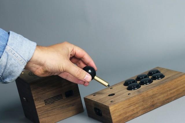 18800元的复古游戏机 实木材质手工打造