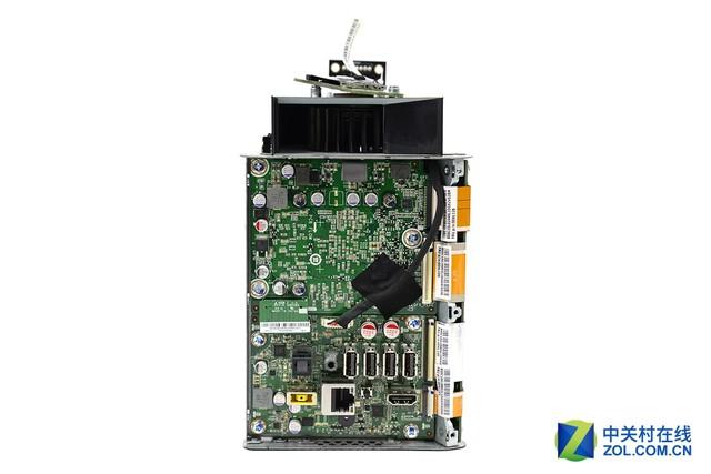 接口位置主板设计   在继续拆解之前,我们先看一下拆解到目前,联想投影电脑610S有哪些可圈可点的部分,以及有哪些可升级项。联想投影电脑610S内部采用三角环绕设计,分别有三块主板组成,一块是CPU与内存部分,一块独立显卡与常用接口部分,一块是硬盘接口部分。从这里我们可以看出,联想投影电脑610S支持内存、硬盘、SSD的更换与升级。 本文属于原创文章,如若转载,请注明来源:小机箱大内涵 联想投影电脑610S拆解http://nb.
