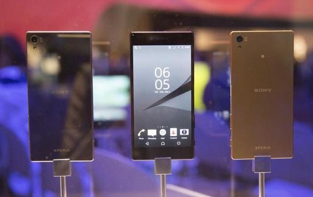 """索尼黑科技:我们可以让你从朋友手机中""""偷""""电"""