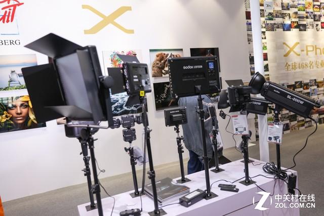 P&E2017 神牛展示海量各种类型摄影灯