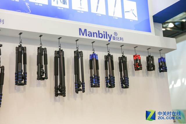 P&E2017 曼比利展台的大大小小三脚架