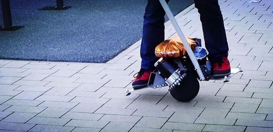 骑在球上的平衡车 可进行360度位移