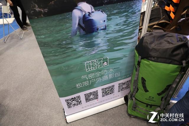 P&E2017 别出心裁的摄影包防水性能展示