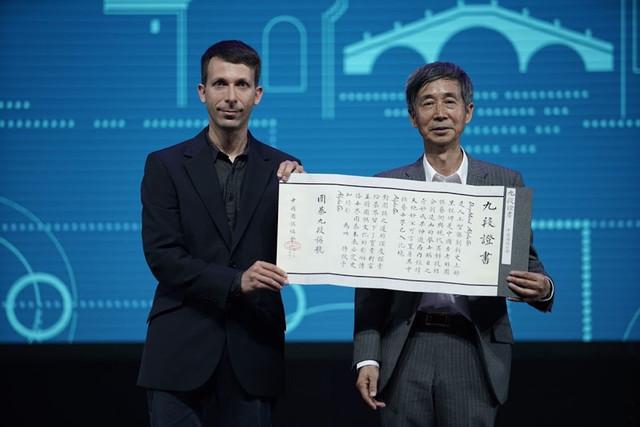 一剑西来天外飞仙:AlphaGo与围棋变革