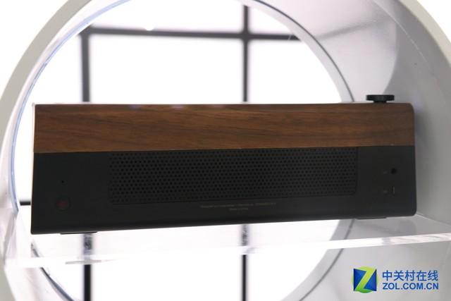 洋模来助阵 丹拿展台无线产品人气高