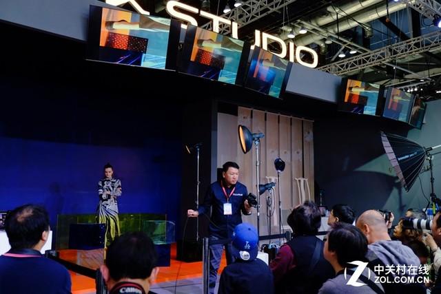 富士胶片携GFX 50S中幅无反闪耀P&E 2017