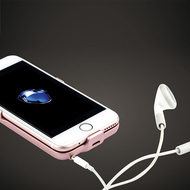 罗马仕背夹电池让iPhone7连接3.5mm耳机还能续航