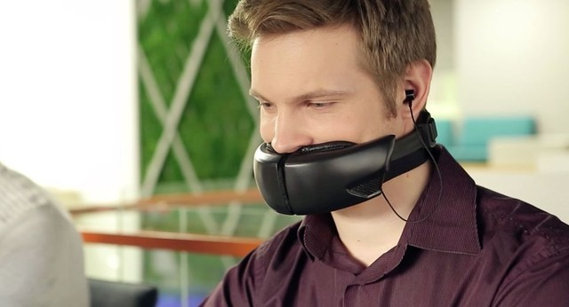 有了消音口罩 打电话再也不怕旁人偷听了