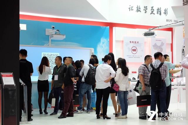 领跑激光投影 光峰亮相中国教育装备展