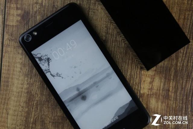 Kindle粉变双屏控 海信双屏手机A2长测
