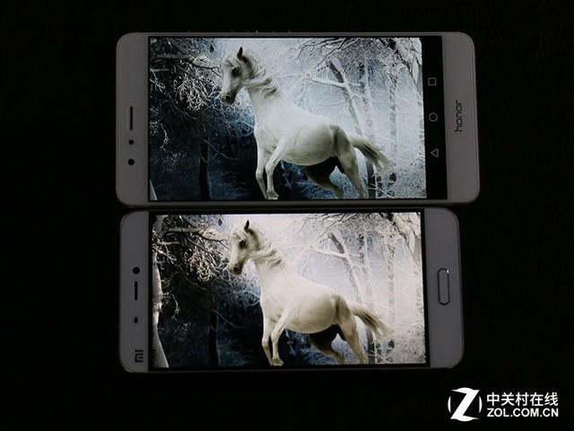 尖Phone对决:双摄荣耀V8对比小米手机5