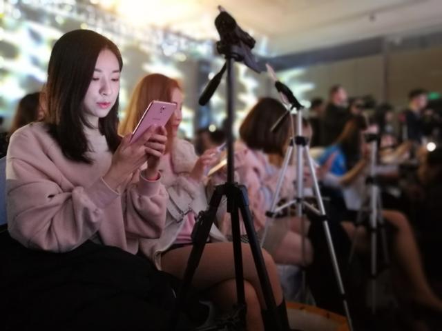糖果手机亿元打造竞唱综艺Sugar S9亮相