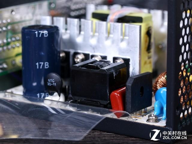 一级emi滤波设计在输入端,二级emi电路布局在电路板上.