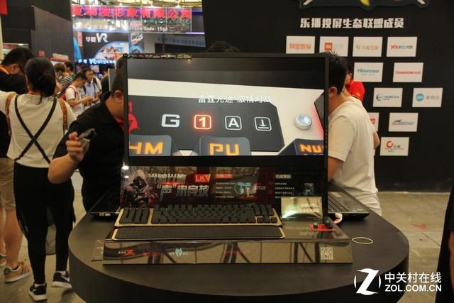 双飞燕携光轴及魔磁耳机登陆China joy2016