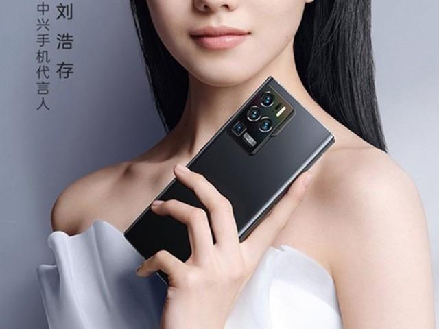 业内首款三主摄手机曝光:4月15日发布